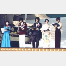 歌謡曲黄金時代のワンシーン(第18回。左から八代亜紀、西城秀樹、野口五郎、都はるみ、研ナオコ=1976〈昭和51〉年)/(C)共同通信イメージズ