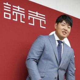 巨人・岡本が年俸1億円突破 若き主砲支えた「3人の恩人」