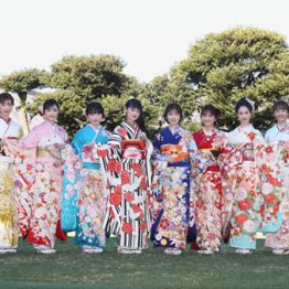 オスカー美女軍団若手11人が晴れ着で競演 来年の抱負は?