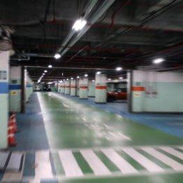 新宿駅地下駐車場