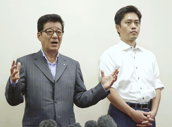 シレッと開業は無理筋だ(松井市長と吉村府知事)/(C)共同通信社