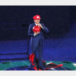 リオ五輪閉会式でスーパーマリオに扮する安倍首相(C)JMPA