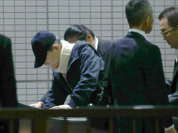 府中刑務所か品川駅に到着した高山若頭(2019年10月18日)/(C)日刊ゲンダイ