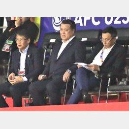 左が関塚技術委員長で中央が田嶋会長(C)Norio ROKUKAWA/Office La Strada