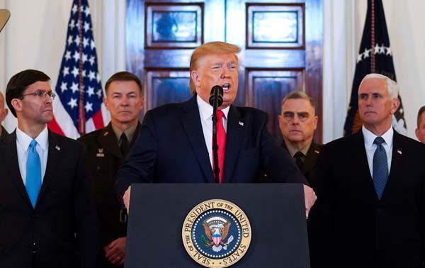 8日、対イラン戦争回避の姿勢を示す会見をするトランプ米大統領(C)ロイター