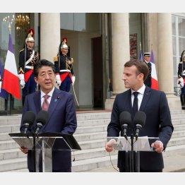 安倍首相とマクロン仏大統領(19年4月)/(C)ロイター