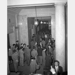 1960年5月19日の国会院内(C)ジャパンタイムズ/共同通信イメージズ
