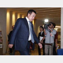 会場入りする原監督(C)日刊ゲンダイ