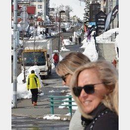 北海道俱知安町の「ニセコエリア」を訪れた外国人観光客(C)共同通信社