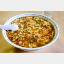 寒い冬に最高「高権麺」/(C)日刊ゲンダイ