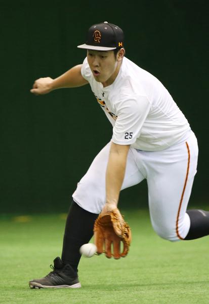 岡本は三塁手の座を守り切れるか(C)日刊ゲンダイ