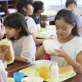 安い輸入小麦粉を使う子供たちの給食パンは汚染されている