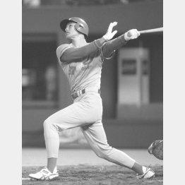 1993年4月、プロ入り初の満塁本塁打を放つ緒方(C)共同通信社