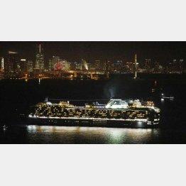 横浜市沖に到着したクルーズ客船「ダイヤモンド・プリンセス」(C)共同通信社