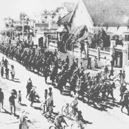 1940年9月、北部仏印に進駐する日本軍。その10カ月後、南部仏印に兵を進めた(ベトナム南部)/