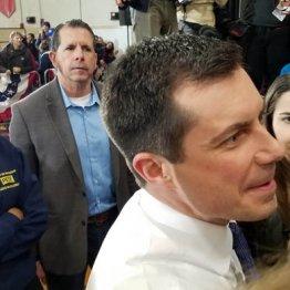 """アイオワ州で首位 民主党の星ブダジェッジは""""熱量""""が違う"""