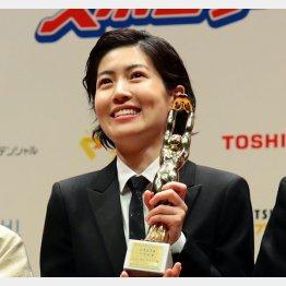 第74回毎日映画コンクール表彰式で女優主演賞を受賞したシム・ウンギョン(C)日刊ゲンダイ