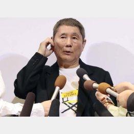 配慮の「殿」(C)日刊ゲンダイ