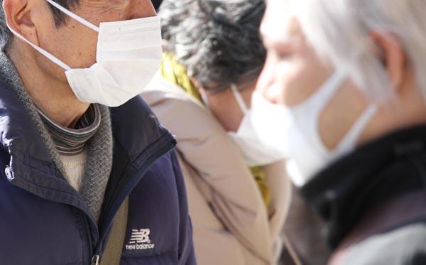 マスクが手に入らない…(C)日刊ゲンダイ