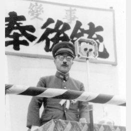 銃後奉公愛国大会であいさつする東条英機陸相(1941年7月7日、東京・後楽園で)/(C)共同通信社