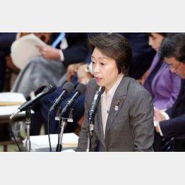 4日の衆院予算委員会で答弁する橋本五輪相(C)日刊ゲンダイ