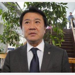 取材対応するFC東京の大金社長(写真)元川悦子