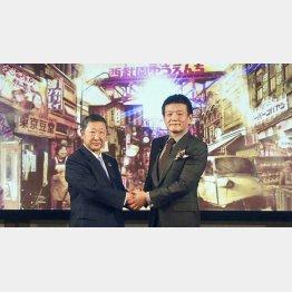 西武HDの後藤社長(左)と森岡毅氏(C)共同通信社