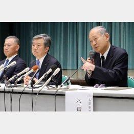 会見を行った(右から)八田高野連会長、丸山大会会長、斉藤大会副会長(C)日刊ゲンダイ