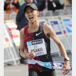 東京マラソンで日本記録を更新して五輪切符を手にした大迫(C)日刊ゲンダイ