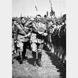 「ヒトラーユーゲント」の大会で敬礼に応えるヒトラー(C)World History Archive/ニューズコム/共同通信イメージズ