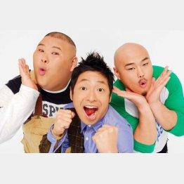 安田大サーカスの団長安田さん(中央)とHIRO(左)クロちゃん(C)松竹芸能
