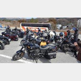 バイク仲間とツーリング(提供写真)