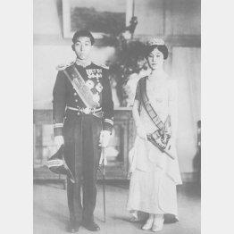 「朝見の儀」に臨む高松宮さまと喜久子さま(1930年2月4日、宮内省お貸し提げ=日本電報通信社撮影)