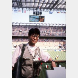 1990年イタリアW杯を現地取材中の筆者(提供写真)