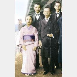 郡是製絲の創業者・波多野鶴吉と妻・はな(C)日刊ゲンダイ