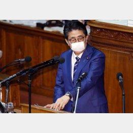 日本中がコロナ一色を絶好の機会とふむ安倍首相(14日、衆議院本会議で)/(C)日刊ゲンダイ