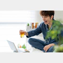 そもそもオンライン飲み会に参加したとして、本当に楽しめる?(C)PIXTA