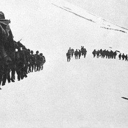 アメリカ軍は1万2000人の兵力でアッツ島に上陸してきた