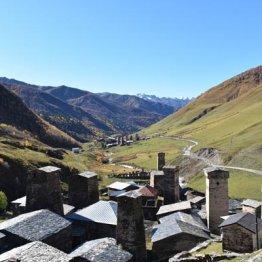 ジョージア北西部の秘境「怖い歴史」も残る世界遺産の村