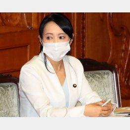 安倍首相の‶慰留″を受け続投を表明した森雅子法相(C)日刊ゲンダイ