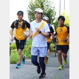 2019年もマラソンはリレー形式だったが(日本テレビの水卜アナウンサー)/(C)日刊ゲンダイ