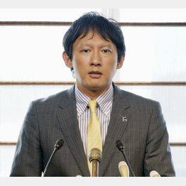 熊本市内で立候補会見をした小野泰輔熊本県副知事(C)共同通信社