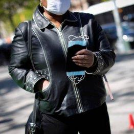マスクは着用か不要か 銃規制や医療保険と並び政治化する