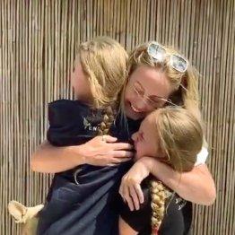 激務で9週間も娘と離ればなれ 医療従事者の感激の再会に涙