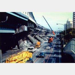 1995年の阪神・淡路大震災でも1カ月前から異臭が発生(C)日刊ゲンダイ