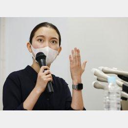会見する伊藤詩織さん(C)共同通信社