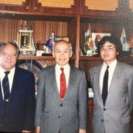 1989年に協定締結交渉(左からアヤン氏、上田宗良元体協理事、筆者)/(C)ゲンキなアトリエ