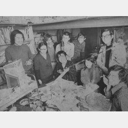 1973年ごろの横山プロ。中央が横山まさみち氏(C)日刊ゲンダイ