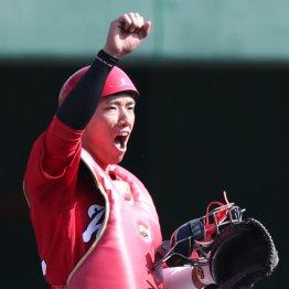 広島・中村奨成は二軍行き…捕手継続か三塁転向かの分岐点