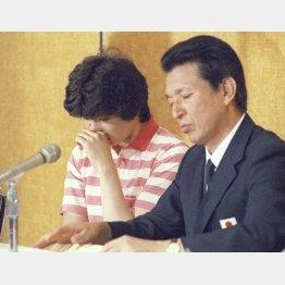 ロス五輪準決勝で中国に負けた山田監督は憮然(左は江上由美)/(C)共同通信社